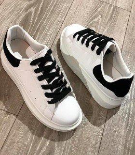 Sneaker A. Queen